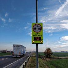"""Kelyje """"Via Baltica"""" – perspėjimas saugaus atstumo nesilaikantiems vairuotojams"""