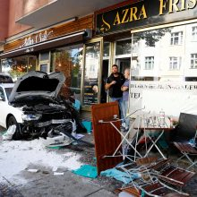 Berlyne automobiliui įsirėžus į kavinės lankytojus sužeisti penki žmonės