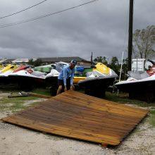 Floridos šiaurę talžęs uraganas slenka per JAV pietryčius