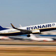 """""""Ryanair"""" ir """"Wizzair"""" skirtos milijoninės baudos dėl rankinio bagažo taisyklių"""