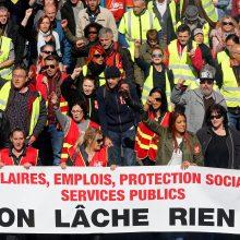 """Per """"geltonųjų liemenių"""" manifestaciją Paryžiuje sulaikyta apie 20 užsieniečių"""