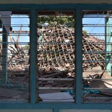 Indonezijos žemės drebėjimo aukų skaičius perkopė 430