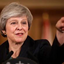 """Britanijos premjerė per susitikimą su verslo lyderiais gins """"Brexit"""" projektą"""