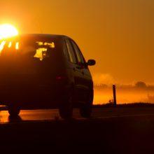 Patarimai vairuotojams, kaip saugotis saulės spindulių