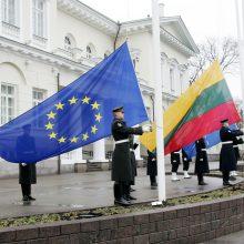 Apklausa: Lietuvos gyventojai išlieka labiausiai pasitikintys ES
