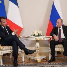 E.Macronas mato galimybę bendradarbiauti su Rusija sprendžiant tarptautines problemas