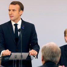 """D. Trumpui užsipuolus E. Macroną jų """"vyrišką draugystę"""" ištiko krizė"""