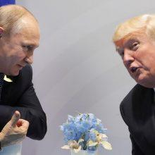 J. Boltonas vyks į Maskvą tartis dėl D. Trumpo ir V. Putino susitikimo