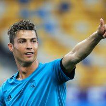 """C. Ronaldo keliasi į Turino """"Juventus"""""""