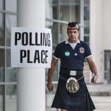 Tyrimas: jei nepriklausytų Didžiajai Britanijai, škotai būtų turtingesni
