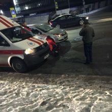 Pėsčiųjų perėjoje partrenktas vyras išvežtas į Klinikas
