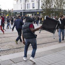 Prancūzijoje tūkstančiai protestuoja prieš E. Macrono reformas