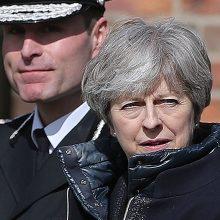 Britų premjerė apsilankė išpuolio prieš rusų šnipą vietoje