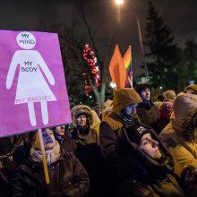 """Lenkijoje vyko """"Juodojo trečiadienio"""" protestai prieš abortų draudimo sugriežtinimą"""