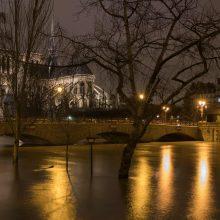 Užlietame Paryžiuje Senos vandens lygis pasiekė piką