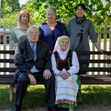 Šeima: dukromis Vilija, Ramunė ir Dalija padovanojo penkis anūkus ir aštuonis proanūkius.
