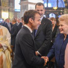 Prezidentė dalyvavo E. Macrono apdovanojimo iškilmėse