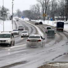 Vairuokite atsargiai: naktį keliuose formuosis plikledis