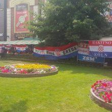 Palaikymas: Kroatijos rinktinės gerbėjai Kaliningrade jautėsi it gimtinėje – baruose plevėsavo kroatų vėliavos.