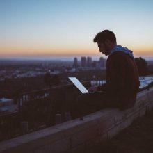 Nuotolinis mokymasis: šiuolaikinės technologijos leidžia pasijusti tikru studentu