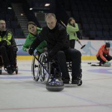 Neįgaliojo vežimėliu į televizijos bokštą: išvyka baigėsi vos prasidėjusi