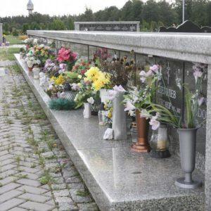 Sudervės kapinėse išniekinti kolumbariumai