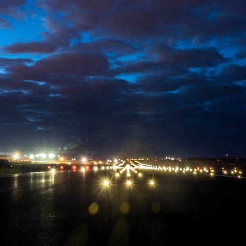 Kaip Vilniaus oro uostas atrodo naktį