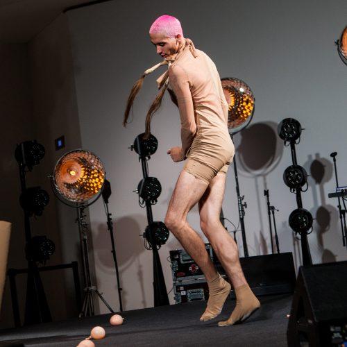 Performansas MO muziejuje  © P. Peleckio / Fotobanko nuotr.