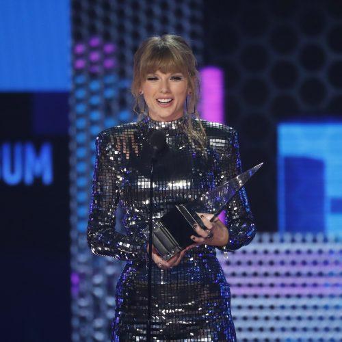 """""""Amerikos muzikos apdovanojimai 2018"""""""