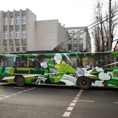"""Ledo ritulio komandos """"Kaunas Hochey"""" troleibusas   © Eitvydo Kinaičio nuotr."""