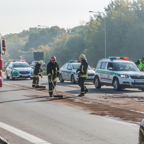 """Masinė avarija prie """"Megos""""  © Laimio Steponavičiaus nuotr."""