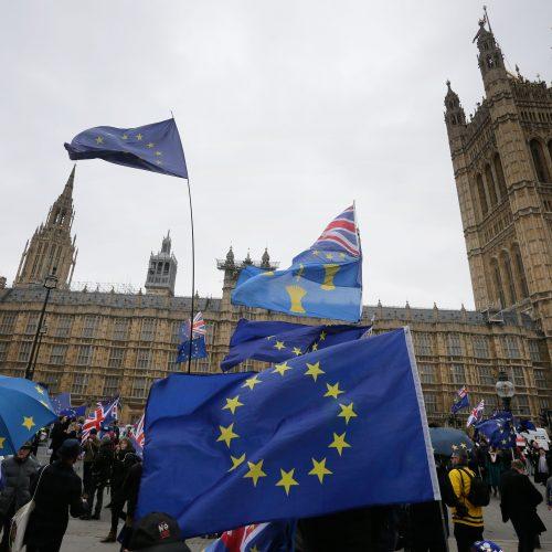 """Britų parlamentas atmetė """"Brexit"""" sutartį"""