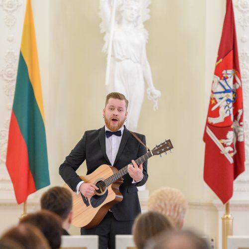 Prezidentė apdovanojo konkursuose įvertintus muzikus