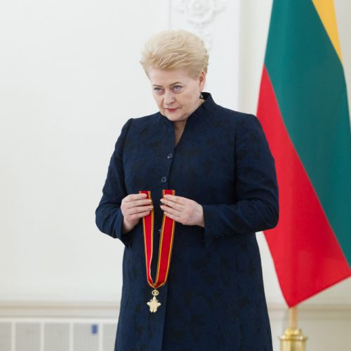 Prezidentė apdovanojo rašytoją T. Venclovą  © V. Skaraičio / BFL nuotr.