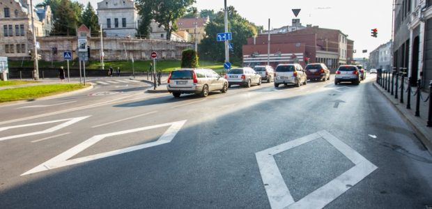 Iškritikuotus rombus prie perėjų Kaunas siūlo įteisinti