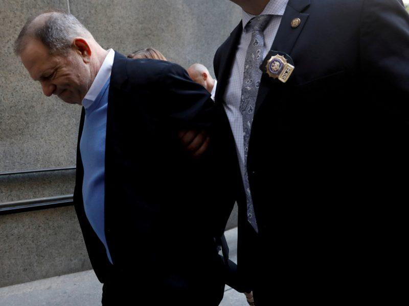 """Kaltintojos apie H. Weinsteino suėmimą: """"Aha, papuolei!"""""""