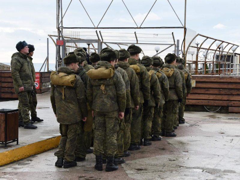 Rusija imasi veiksmų uždrausti kariams naudotis išmaniaisiais telefonais