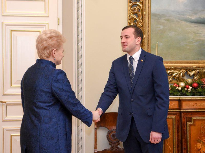 """Prezidentė paskyrė """"valstietį"""" V. Sinkevičių ūkio ministru"""