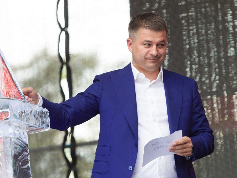 """Konservatoriai: susirūpinimą kelia """"Avia Solutions Group"""" sąsajos su Kremliumi"""