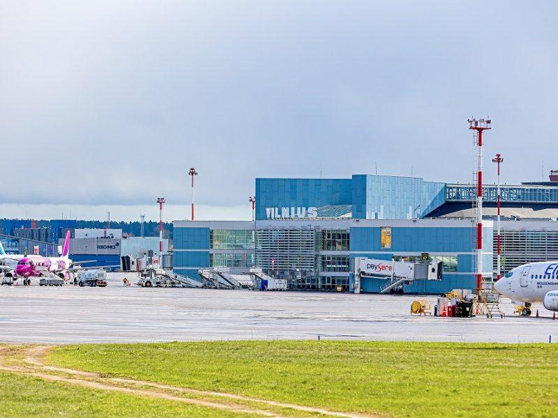 Su islamo teroristais siejamas tadžikas dar laikomas oro uoste