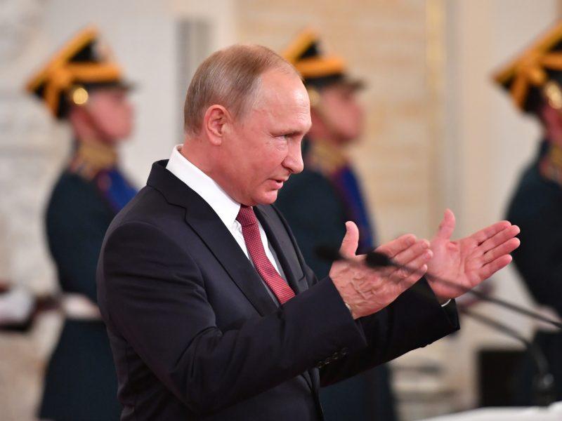 V. Putinas patvirtino: Kim Jong Unui išsiųstas kvietimas apsilankyti Rusijoje