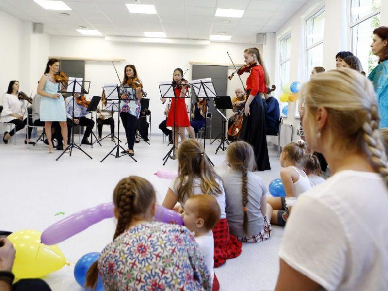 Klaipėdos kamerinis orkestras džiugino sergančius vaikus