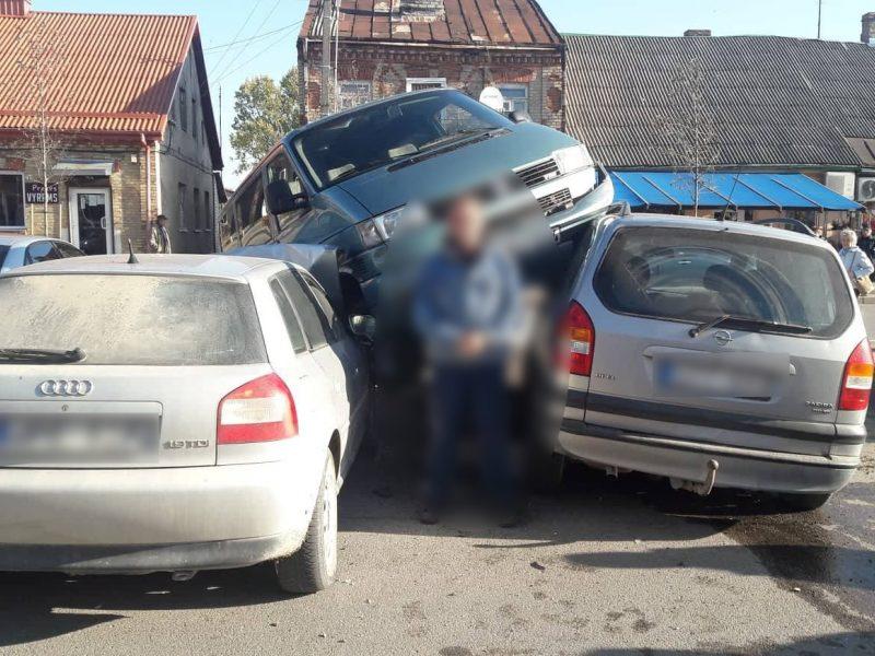 """Simne girto vairuotojo pasivažinėjimas """"pasiskolintu"""" automobiliu baigėsi kuriozu"""