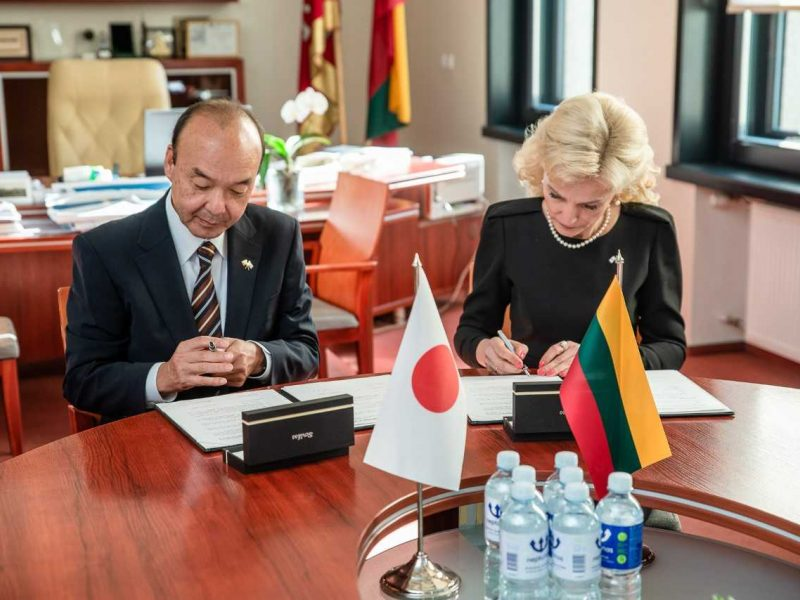 """Kaunas oficialiai sutvirtino bendrystę su """"lietuviškiausia"""" Japonijos vietove"""