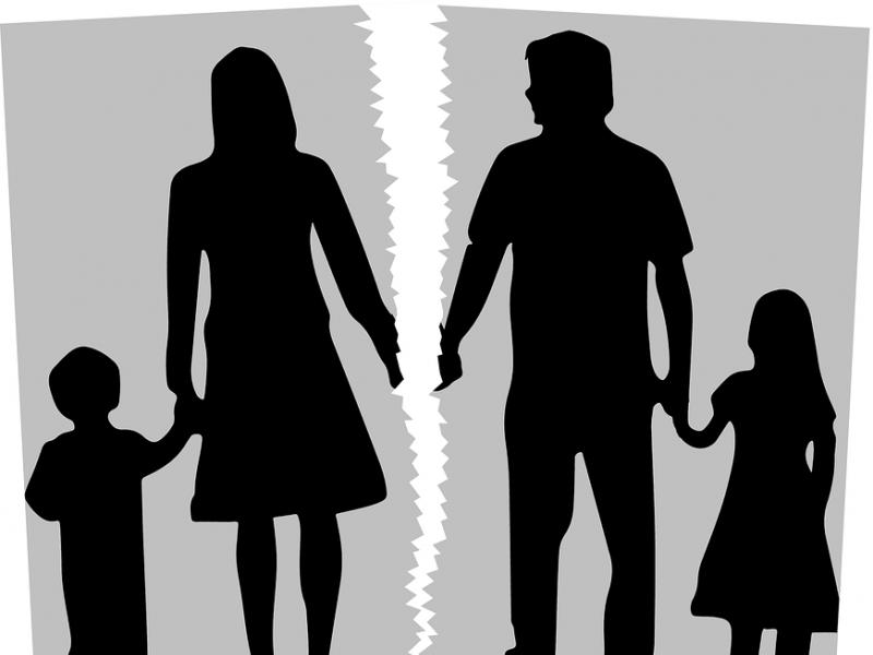 Kai tėvai skiriasi: vaiko pasaulio žemės drebėjimas