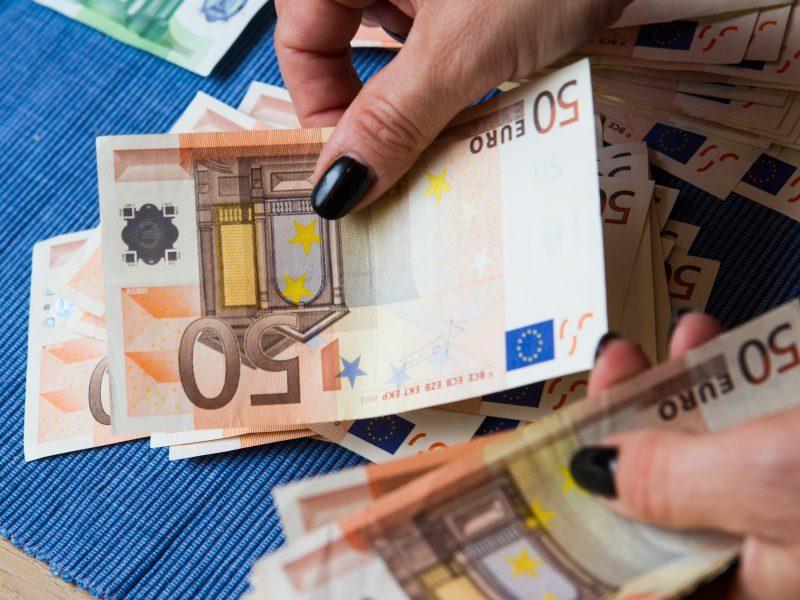 19-metė iš šiauliečio sąskaitos išviliojo per 17 tūkst. eurų