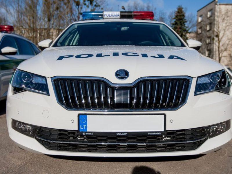 """Anykščių rajone padegta patrulio """"Škoda Octavia"""""""