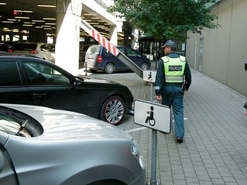 Kur ir kaip statyti automobilį, kad išvengtum baudos?
