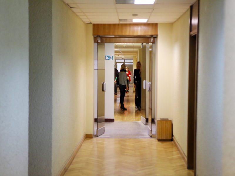 STT: beveik penktadalis savivaldybių darbuotojų – giminės