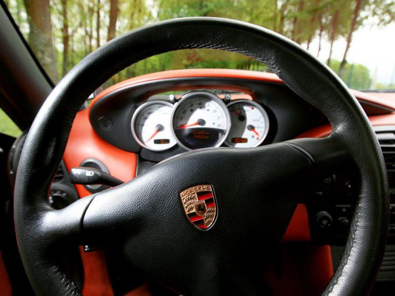 """Vagys toliau siaubia """"Porsche"""""""